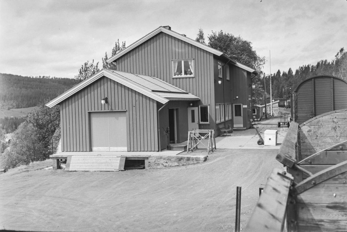 Underveisgodstoget fra Trondheim til Hamar over Røros, tog 5712, på Haltdalen stasjon.