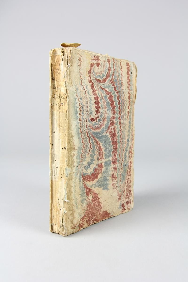 """Bok, häftad, """"Lettres philosophiques"""", skriven av M. de V, tryckt i Rouen 1734. Pärmen klädd med marmorerat papper, oskurna snitt. På ryggen klistrade pappersetiketter med titel, oläslig, och samlingsnummer. Anteckning om inköp på pärmens insida."""