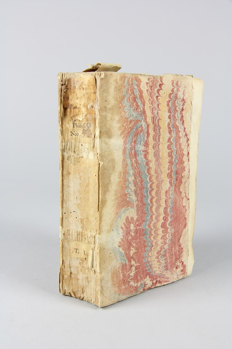 """Bok, häftad, """"Biblioteque raisonée des ouvrages des savans de l´Europe"""", del 1, tryckt 1728 i Amsterdam. Pärmar av marmorerat papper, blekt rygg med påklistrade etiketter med titel, oläslig,  och samlingsnummer. Oskuret snitt. Anteckning om inköp på pärmens insida."""