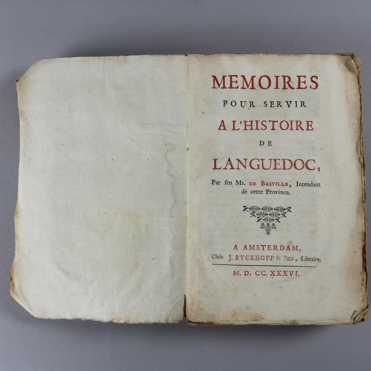 """Bok, häftad """"Mémoires pour servir à l´histoire de Languedoc"""". Pärmar av marmorerat papper, oskuret snitt."""