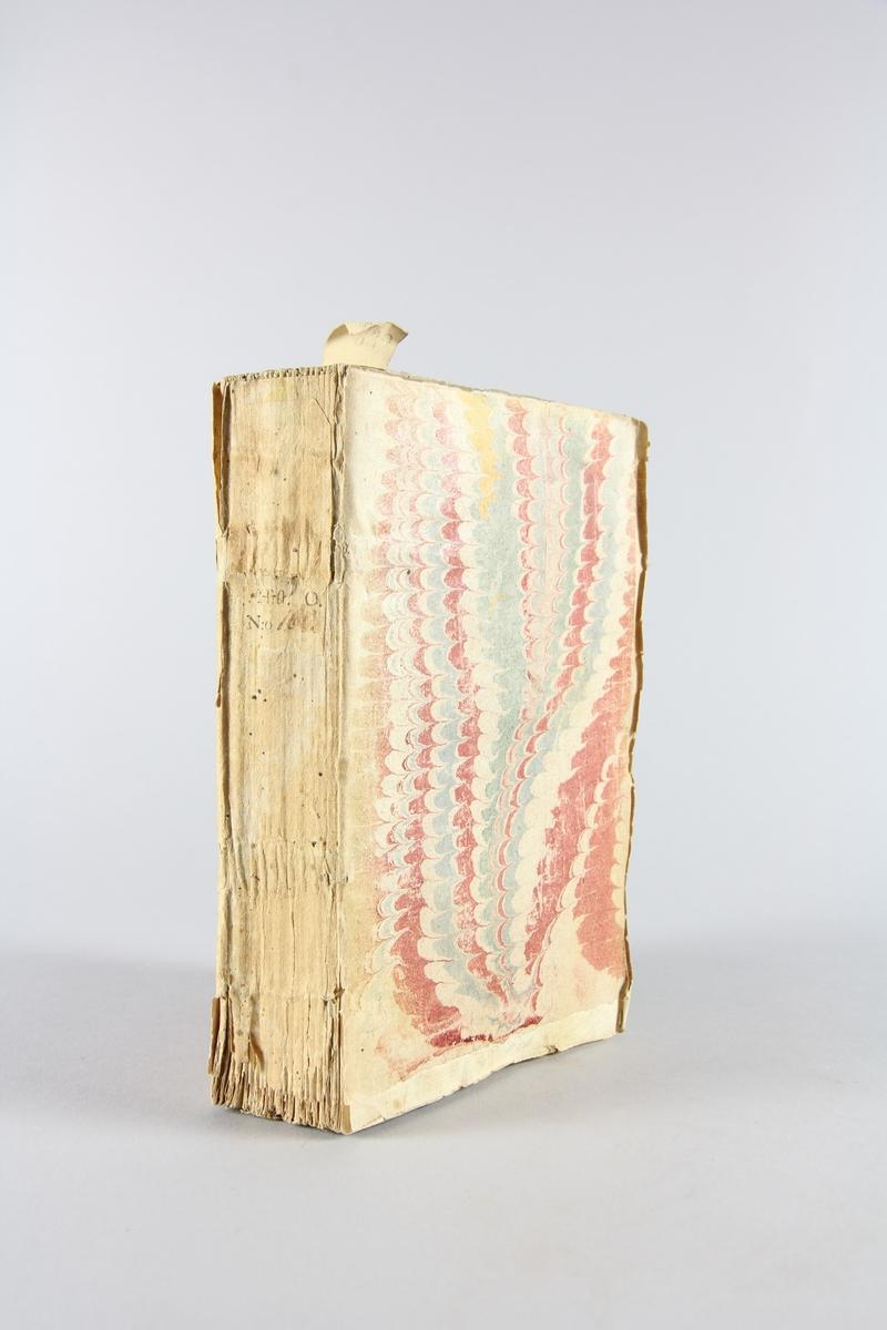 """Bok, pappband, """"Histoire du prince François Eugene de Savoie"""", del 1, tryckt 1740 i Amsterdam. Pärmar av marmorerat papper, blekt rygg med etikett med bokens titel (oläslig) och  samlingsnummer. Oskuret snitt. Med anteckning om inköp på pärmens insida."""