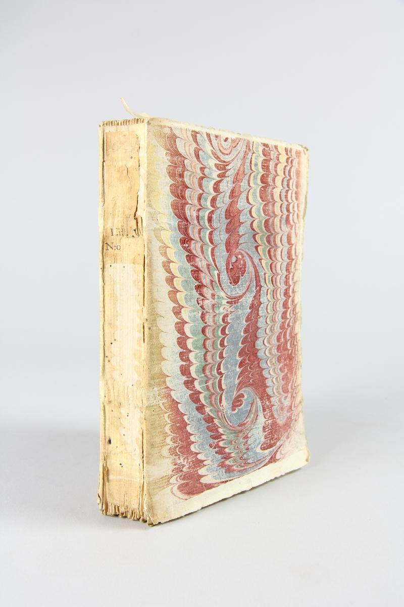 """Bok, pappband, """"Histoire de la derniere guerre"""", del 1, tryckt 1736 i Amsterdam. Marmorerade pärmar, blekt rygg med påklistrade etiketter, delvis oläsliga. Oskuret snitt, ej uppskuren. Med kopparstick och kartor."""