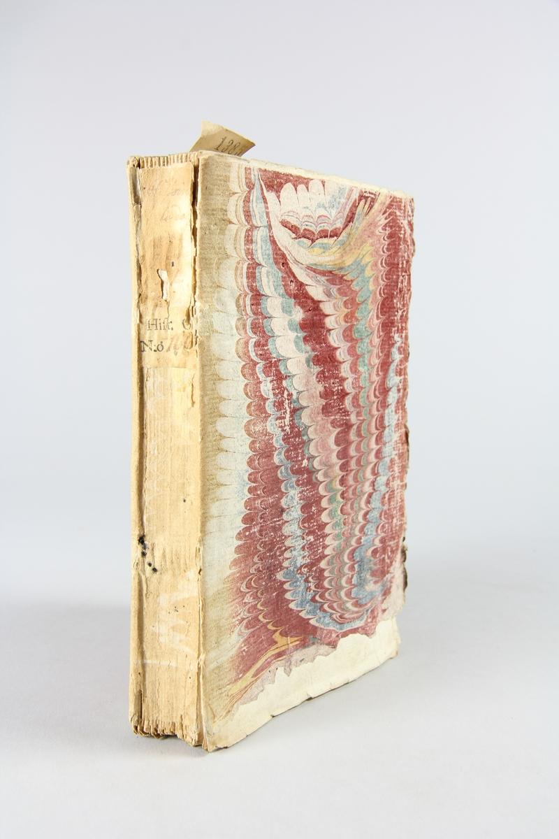 """Bok, pappband, """"Histoire de la derniere guerre"""", del 2, tryckt 1736 i Amsterdam. Marmorerade pärmar, blekt rygg med påklistrade etiketter, delvis oläsliga. Oskuret snitt, ej uppskuren."""