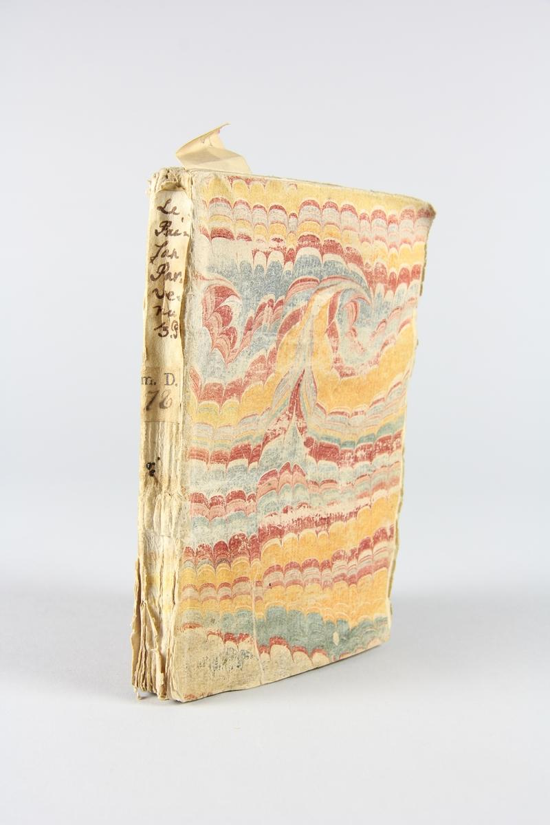 """Bok, häftad """"Le paysan parvenu, ou les mémoires de M***"""", del 3, skriven av Marivaux, tryckt 1734 i Amsterdam Pärmen av marmorerat papper, oskuret snitt. På ryggen  etikett med titel och samlingsnummer."""