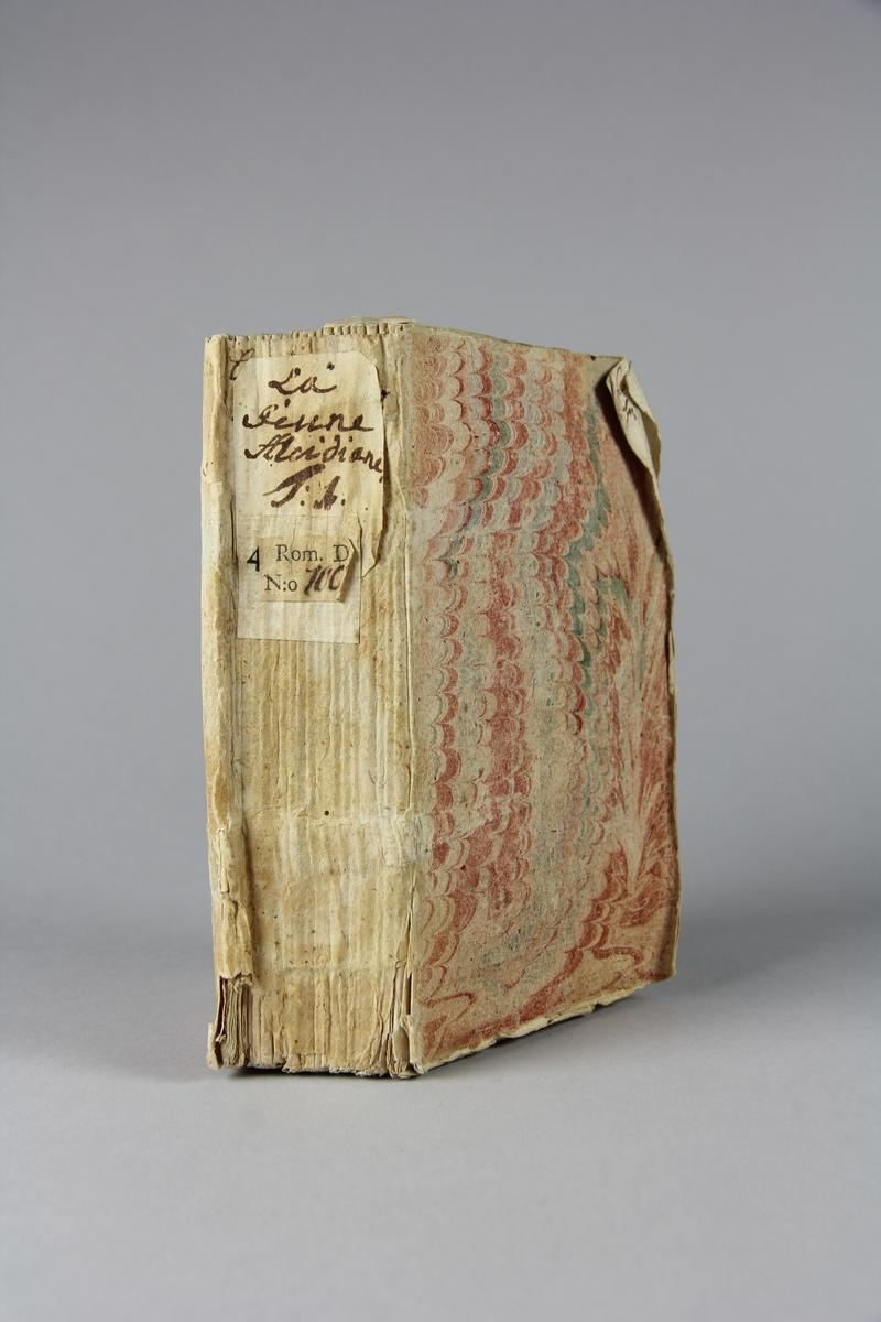 """Bok, häftad, """"La jeune Alcidiane"""" del 1. Pärmar av marmorerat papper, oskuret snitt."""