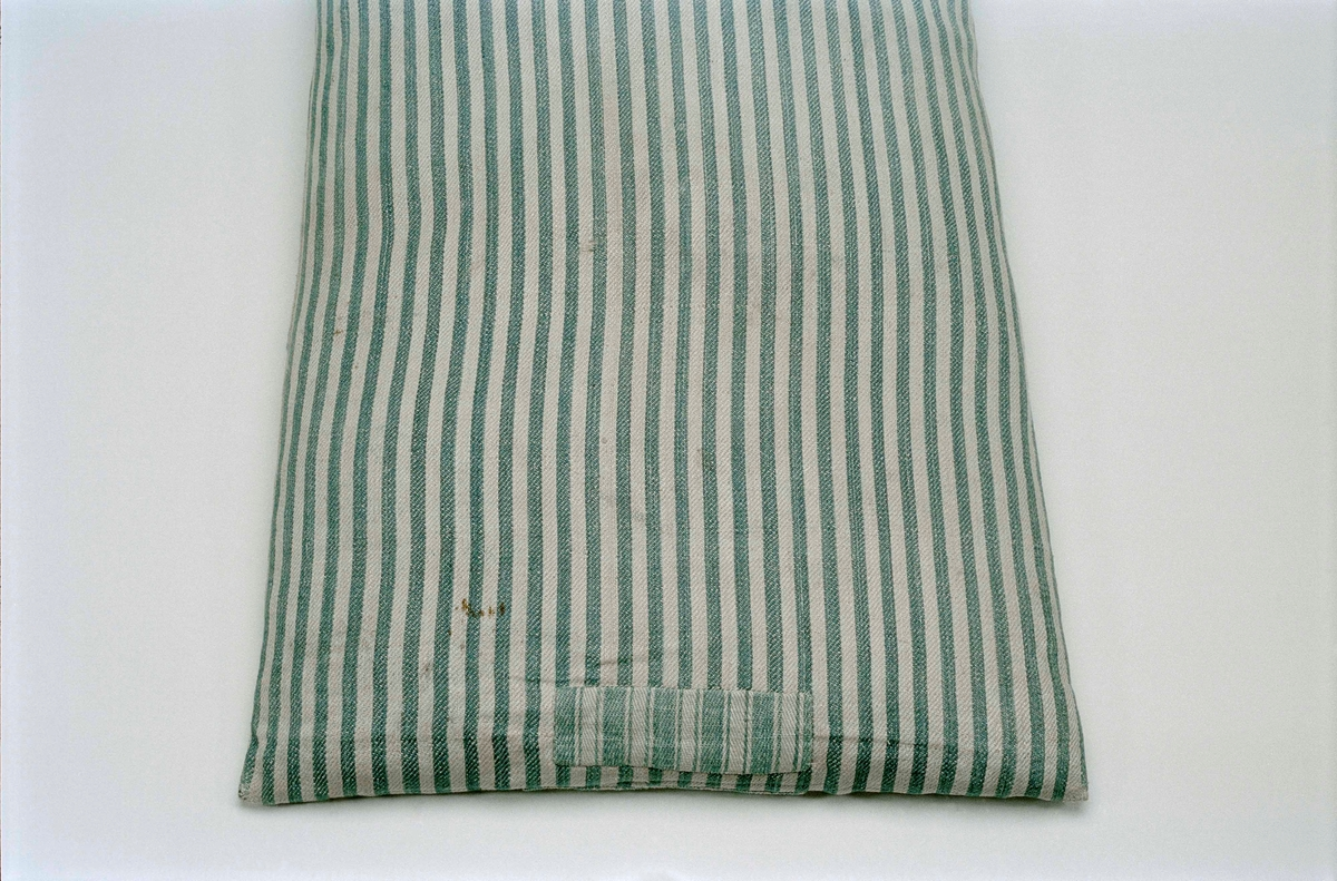 Kudde av hellinnekypert, 15 varptrådar på 1 cm. Randig i vitt och blått. Stoppad med dun, ursprunglig fyllning.