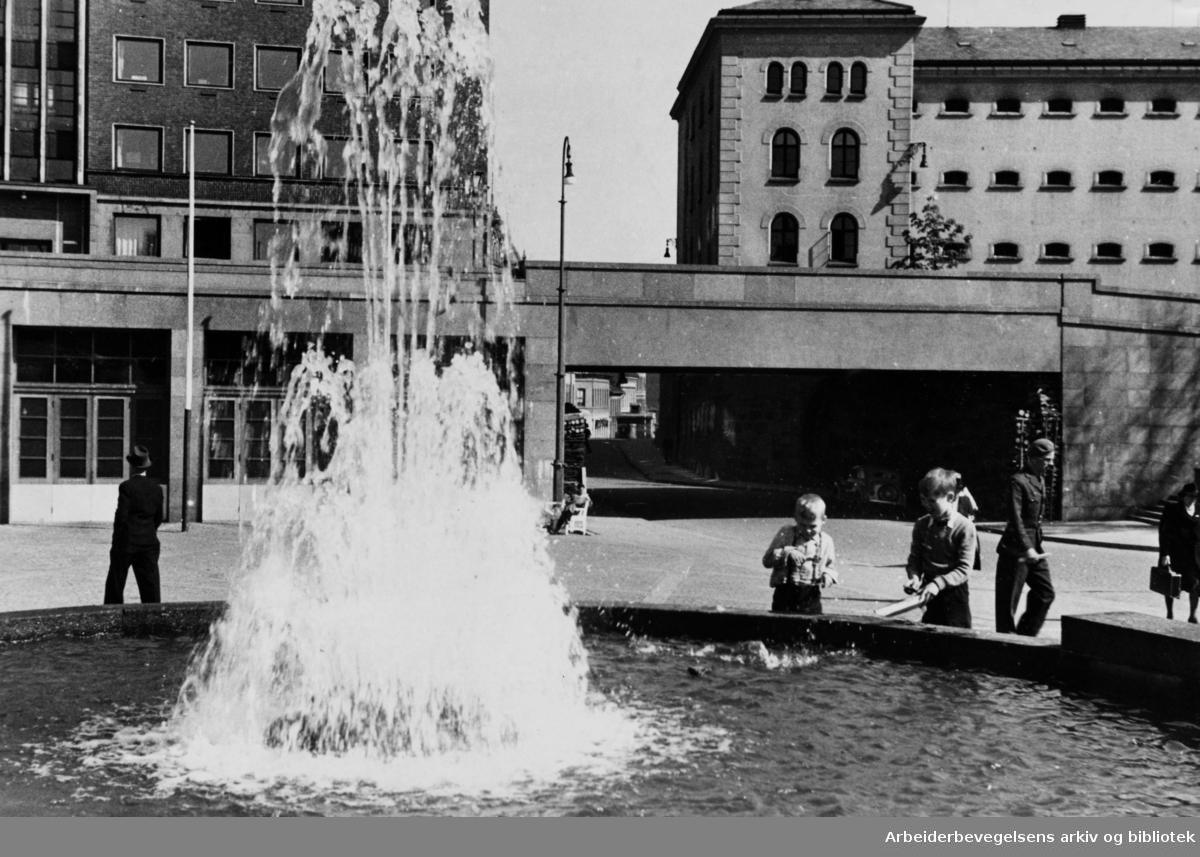 Arne Garborgs plass med fontenen. 1947 - 1950