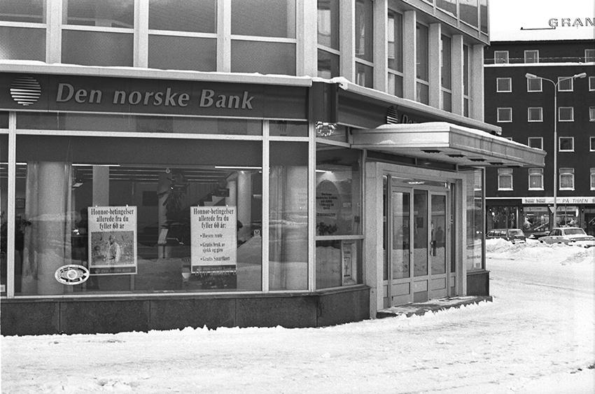 Inngangspartiet til DnB i Sjøgata.