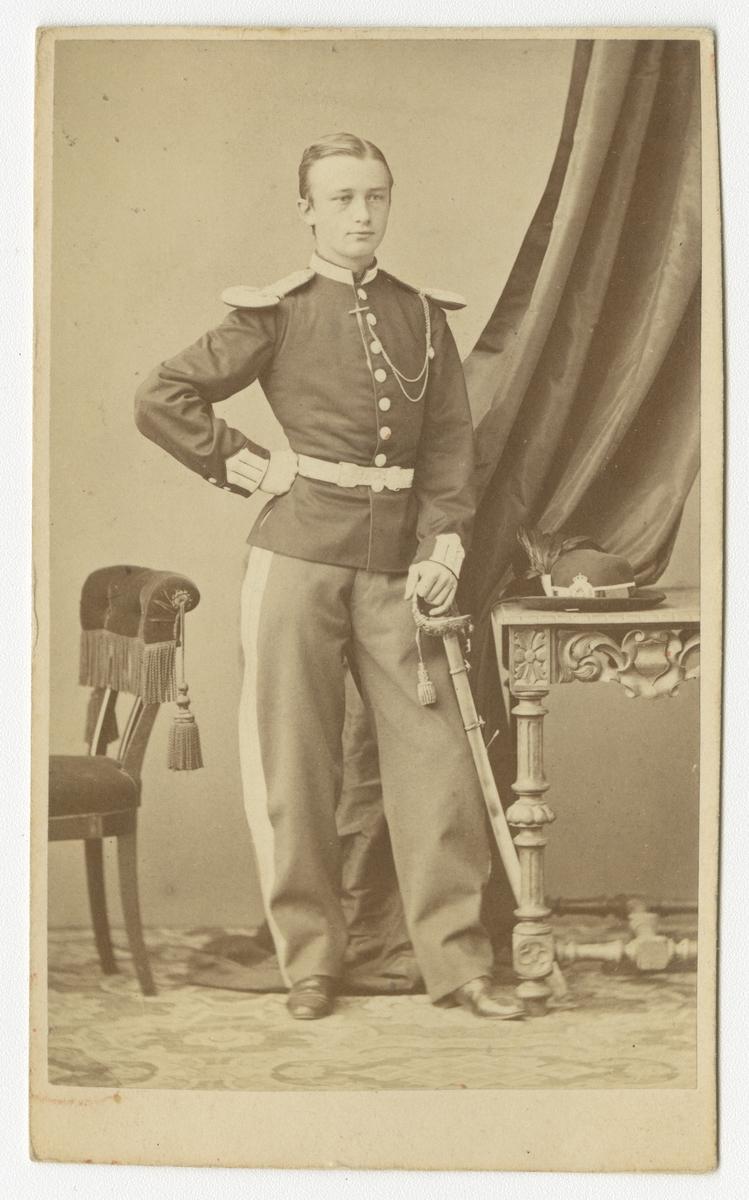 Porträtt av löjtnant Sibbern vid Norska skarpskyttegardet.