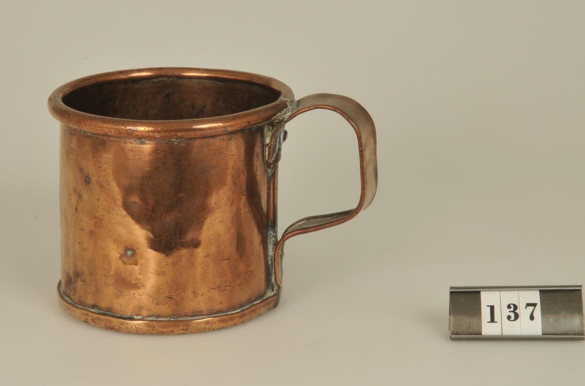 Köpt 1926 på auktion efter fru Kerstin Berg.