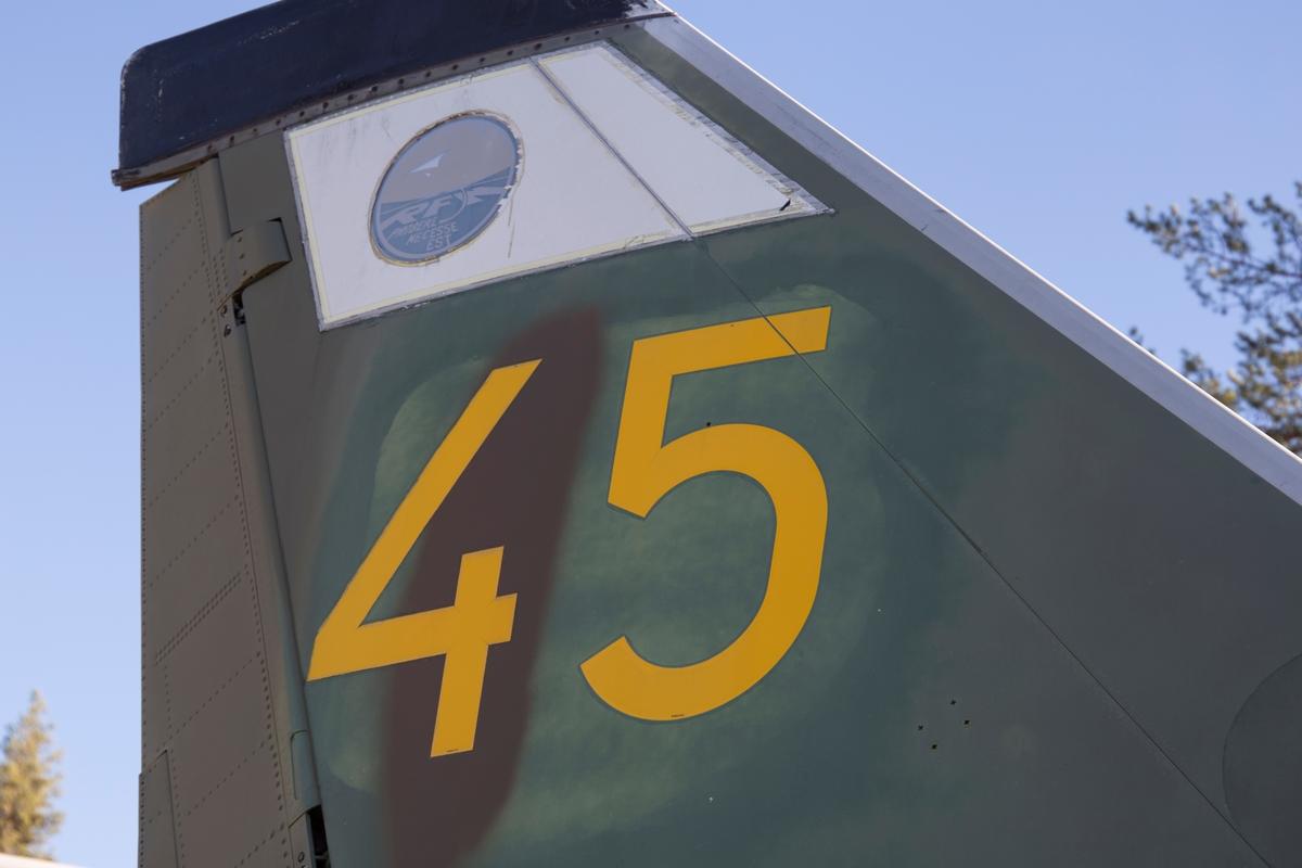 Fpl-nr: 45, 32615. Flygplan 32615 levererades 1960 och tjänstgjorde på F 1, F 4, F 15, F 3 och F 13.  På F 3 tillhörde den Målflyg och blev då ombyggd till J 32D.  Tvåsitsigt jaktflygplan Saan 32 Lansen, J 32D, med flygmotor RM 6A Rolls-Royce Avon MK 47.  Beväpning: 4 x 30 mm akan raketer och 4 st Rb 24.