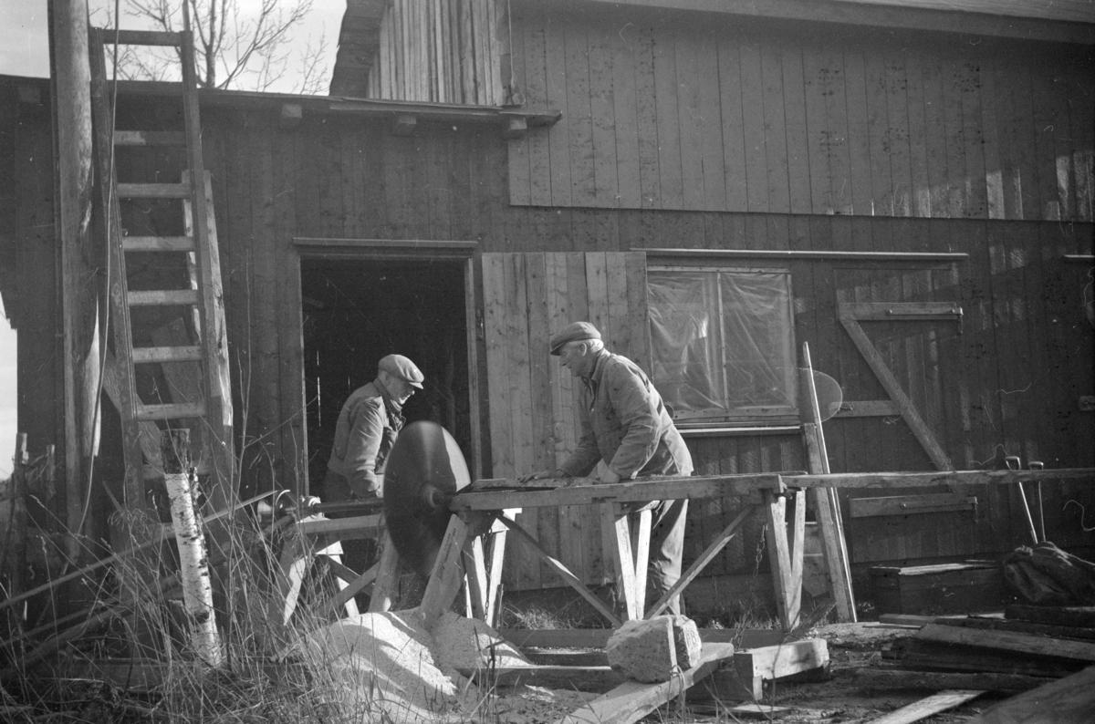 Vedkapping i Bjørkheim med Reidar Grimstad og Olav Børresen