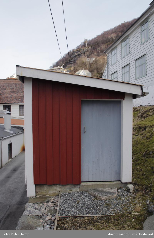 Del av produksjonslokala til Salhus Tricotagefabrik (1859-1989), opphavleg brukt som varmeloft for varmtvatnsbrønn.
