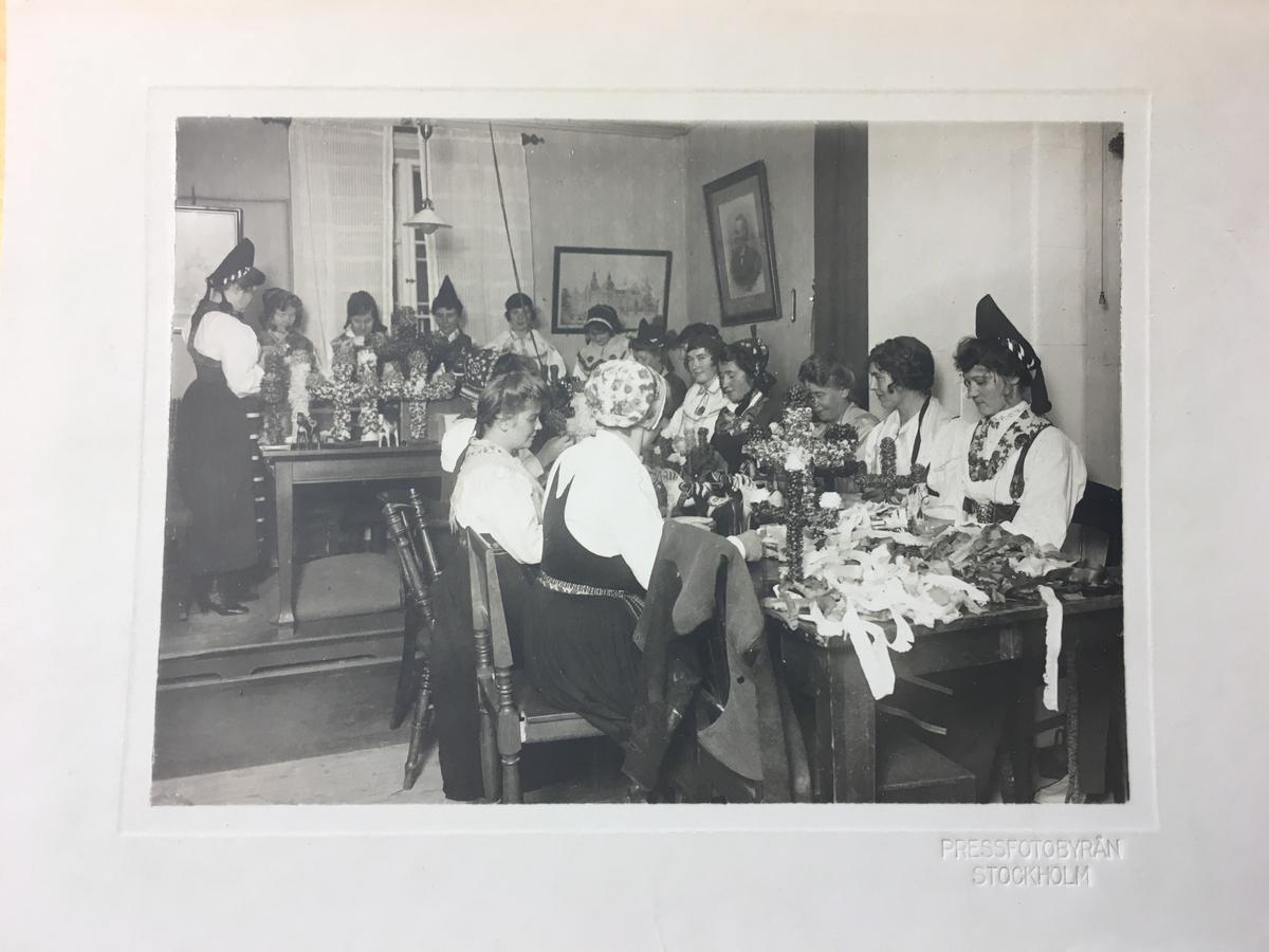 Etablerades av  John Stjernström (1893-1965), under namnet  Ateljé Stjernström omkring  år 1918 och blev senare Pressfotobyrån. Stjernstöm var en av de första fotografer som fick fast anställning i svensk dagspress. Redan 1913 vid 20 års ålder hade han knutits till Dagens Nyheter. Bilder med Pressfotobyråns stämpel återfinns bl a i Skansens bildarkiv.