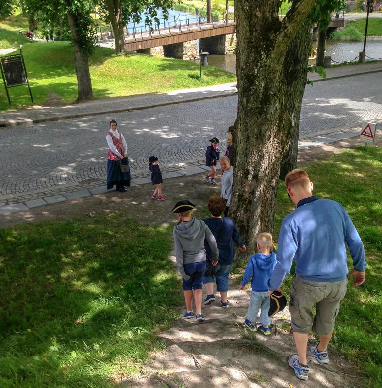 Barnevandring i gamlebyen (Foto/Photo)