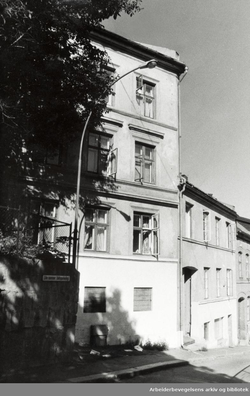 Dopsgate 4. Den første gården som SIBO (selskapet for innvandrerboliger) har kjøpt. Juli 1977