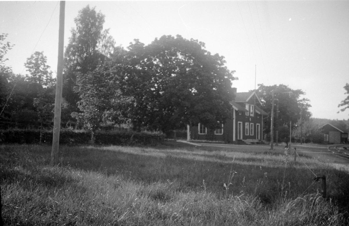 Ekedalen järnvägsstation anlades av Hjo - Stentorps Järnväg 1874. Stationen fungerade också som poststation.