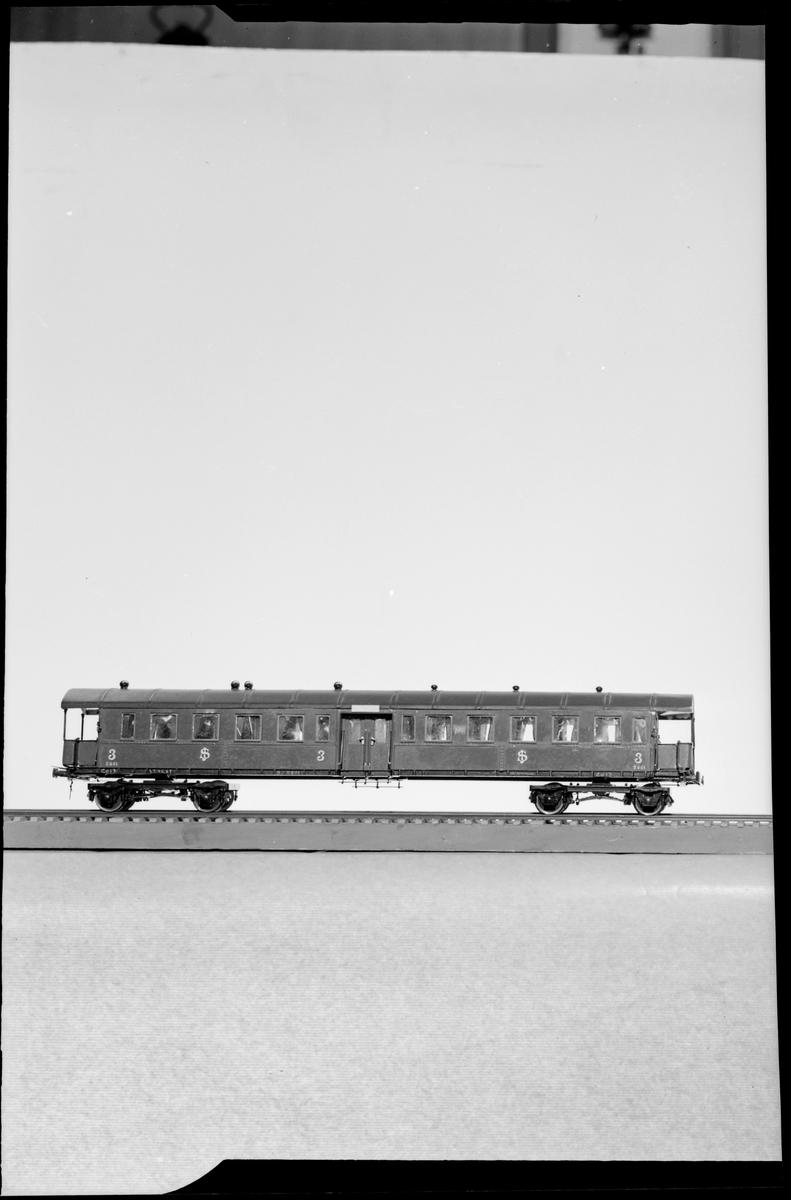 Modell av 3:e klass personvagn, Statens Järnvägar SJ Co13, skala 1:50.