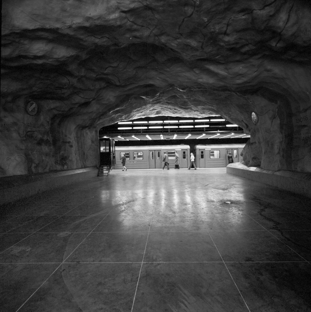 Förbindelse tunnel för gående. Stockholms T-bana.