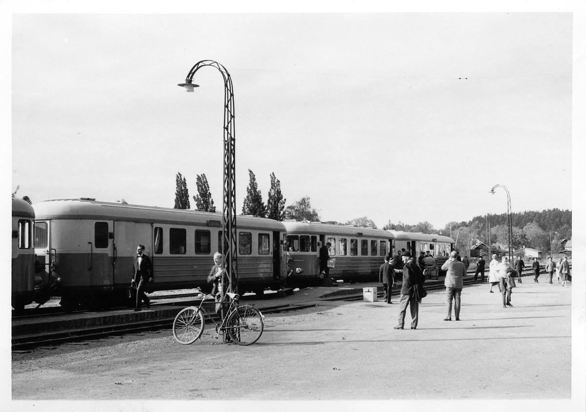 Vid Söderköping station. Statens Järnvägar, SJ UBF03yp  1805.