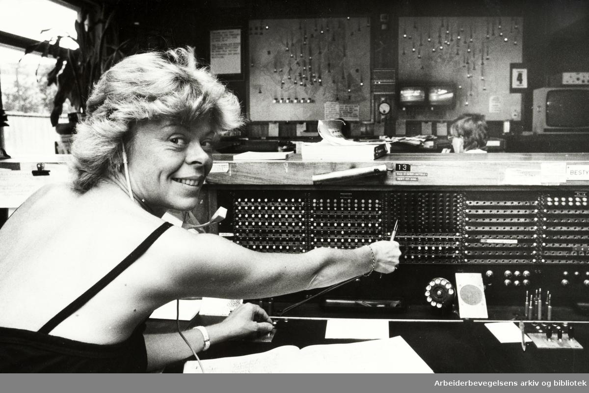 Drosjebilsentralen. Sissel Kristiansen. August 1982