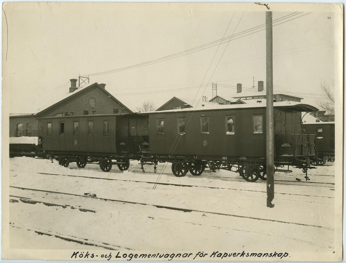 Östersunds stationsområde. Statens järnvägar, SJ C2b 323 och 622.