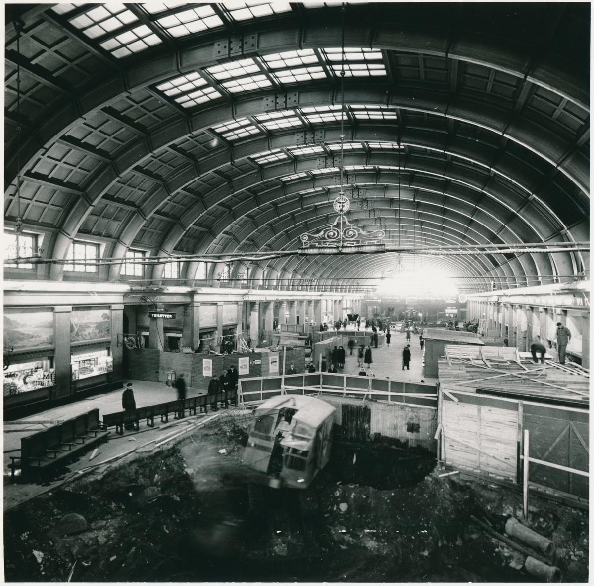 Ombyggnation inne på Stockholms Centralstation.