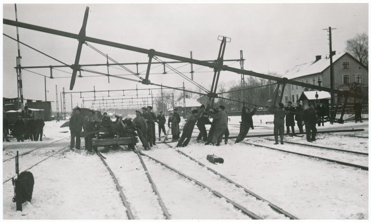 Bangården i Sävsjö under elektrifieringsarbetet mellan åren 1932-1933.