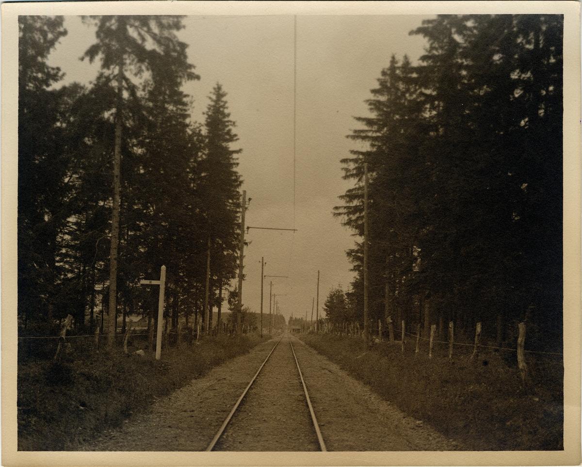 På linjen mellan Klockrike-Borensberg.