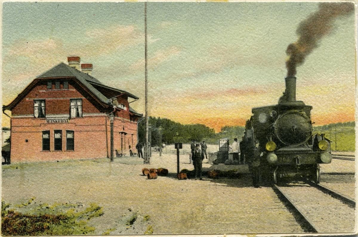 Munkedal station.  Statens järnvägar, SJ lok Hc 704  med axelföljd: 1c2.