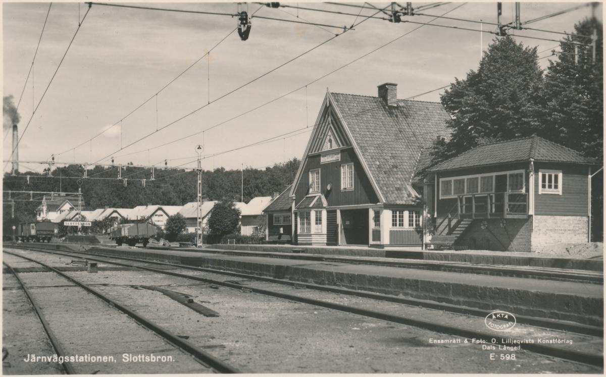 Slottsbron station