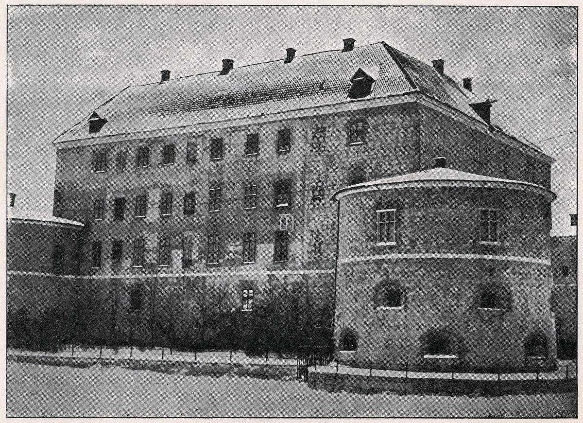 Örebro, slottets västra fasad och en del av den södra fasaden.