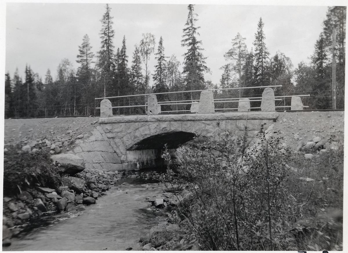 Bro över Tjädermyrbäcken på linjen mellan Vinlidsberg och Storuman.