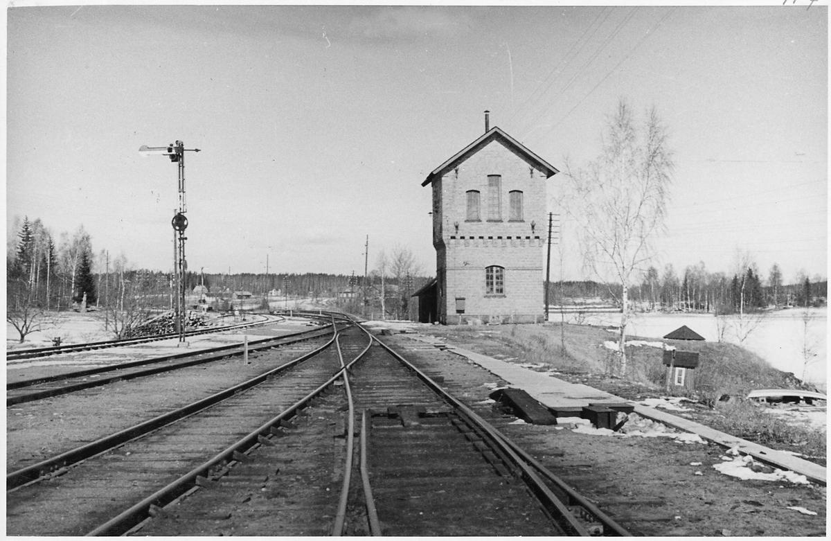 Snyten station.