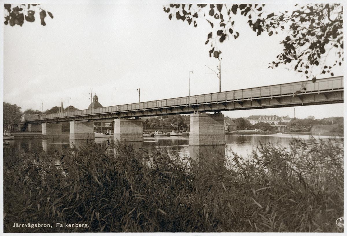 Järnvägsbro över Ätran i Falkenberg under åren 1936-2009.