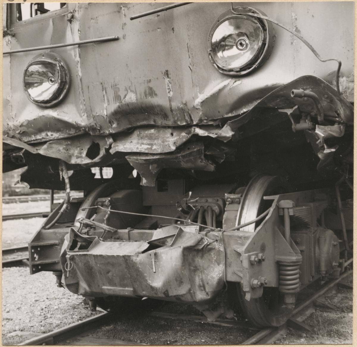 Statens Järnvägar, SJ Bk 748 skador efter kollision i Södertälje 1958.
