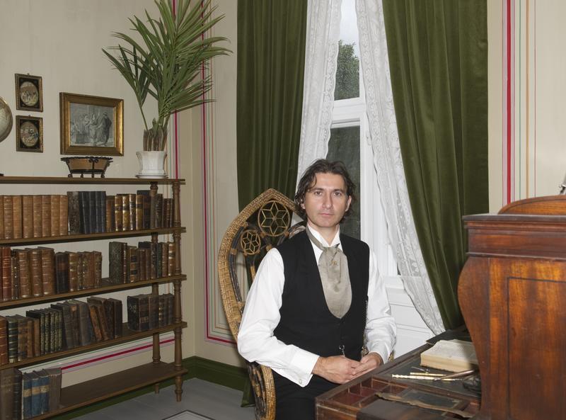 Advokat Helmer i sitt kontor.