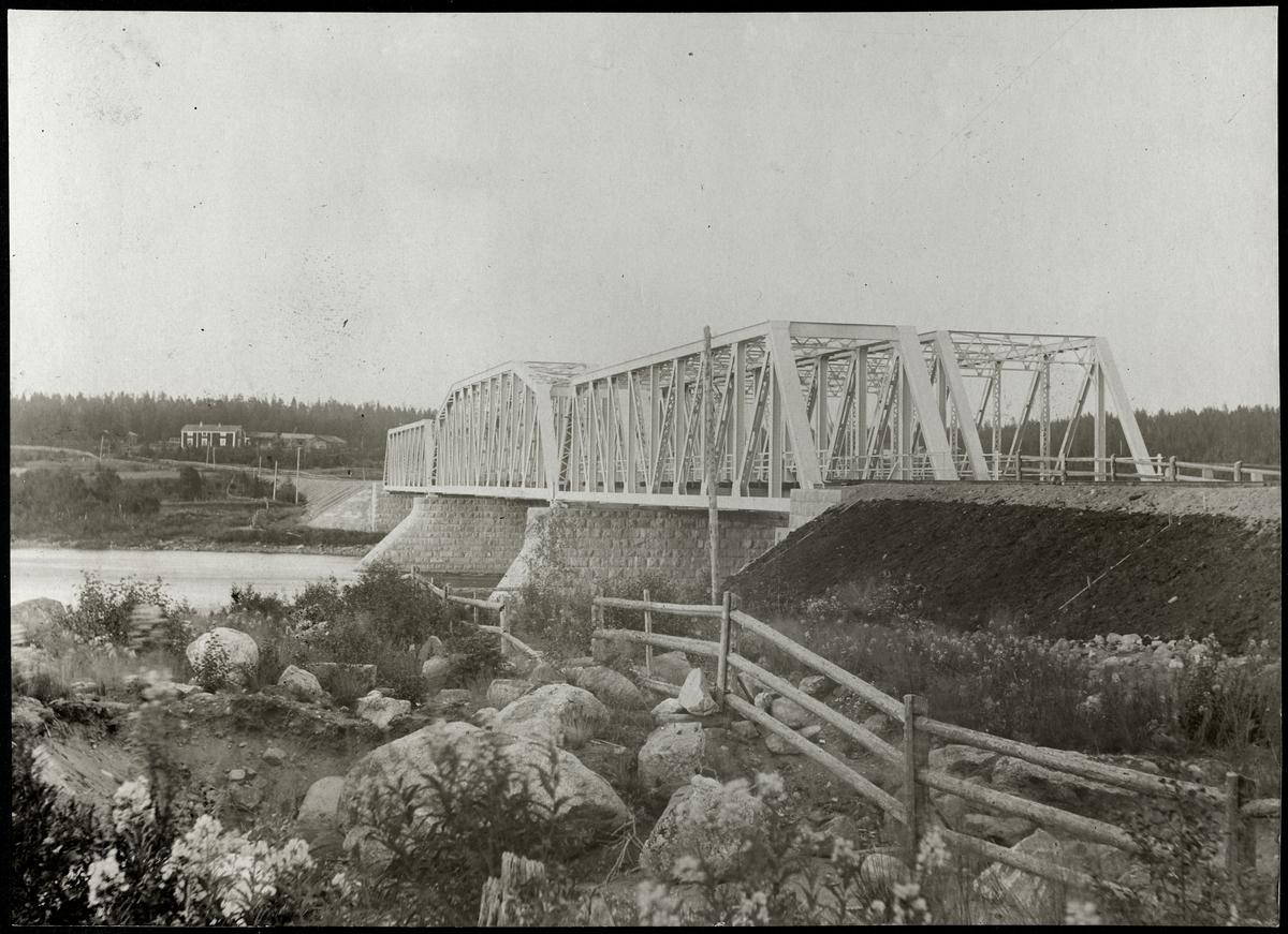Järnvägs- och landvägsbron över Kalix älv