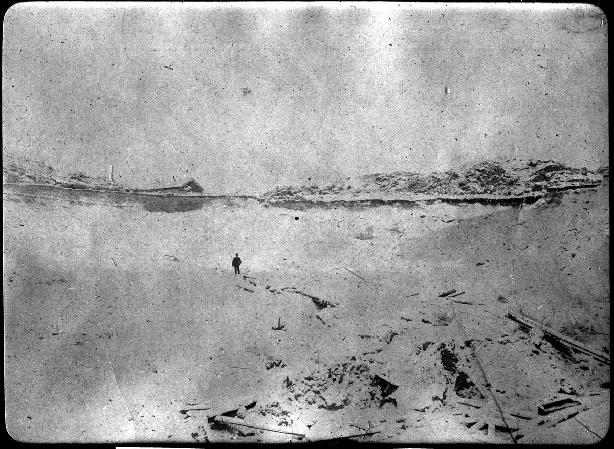 Album med fotografier från Bohusbanan. Jordskred vid Saltkällan i december 1909.