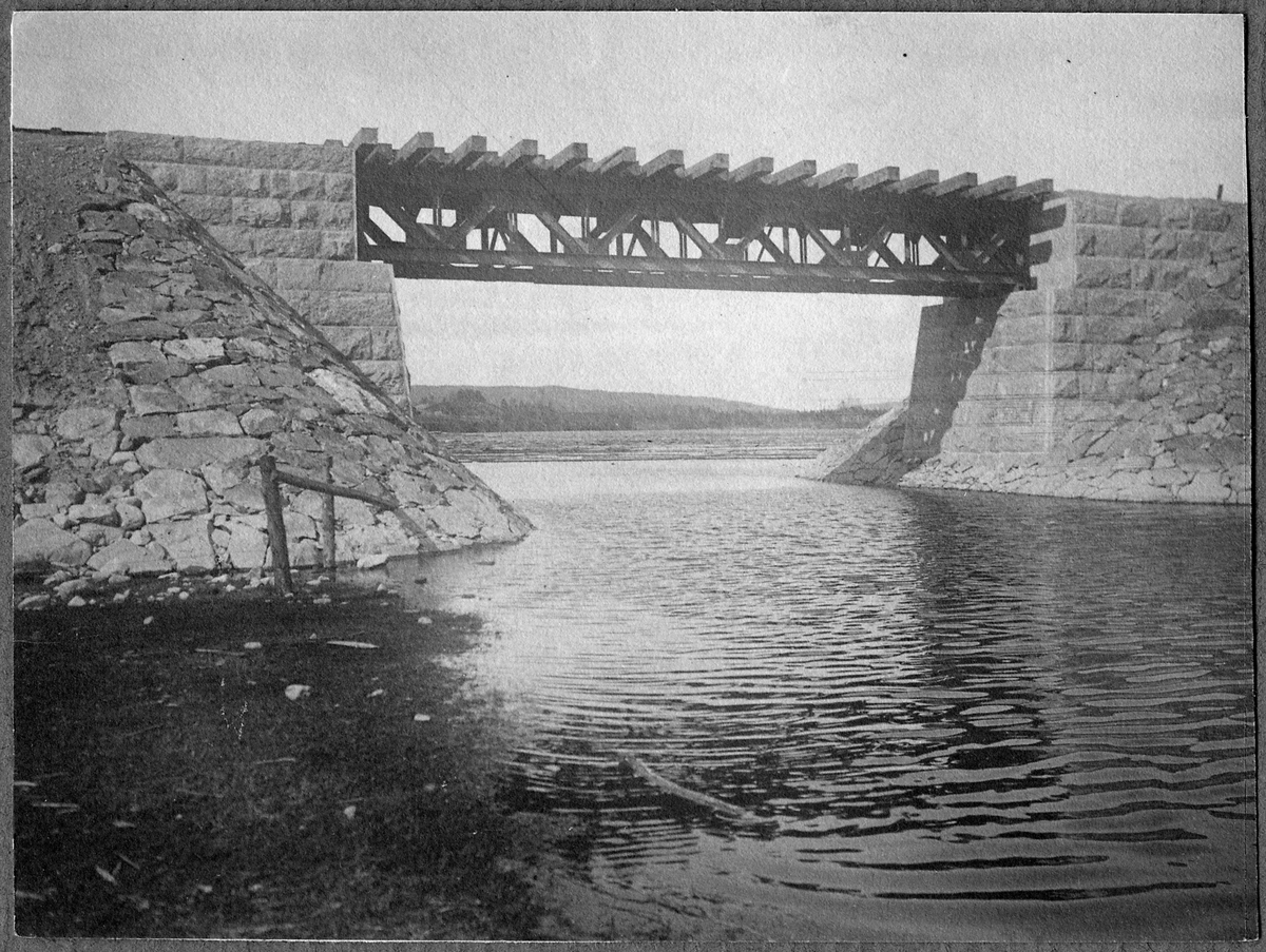 Tansåbron byggd 1903. På linjen mellan Mockfjärd och Lillstupet.