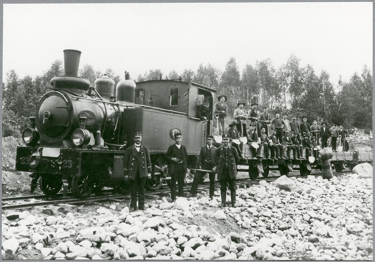 Västergötlands - Göteborgs Järnväg, VGJ lok 23. Här vid Österäng.