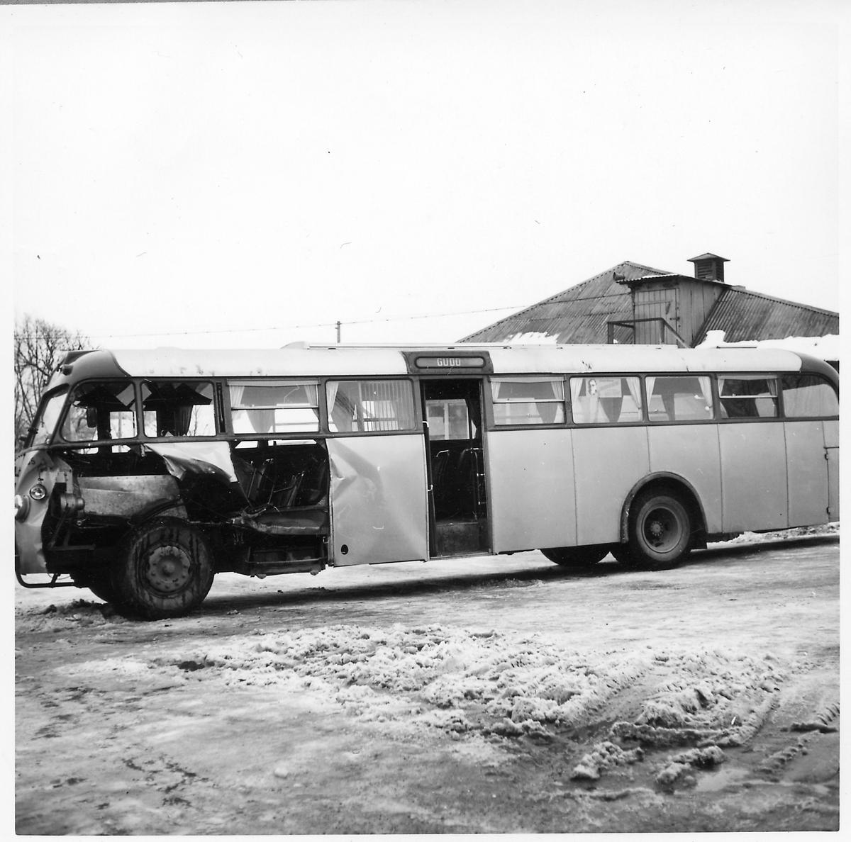 Kollisionskadad buss, Statens Järnvägars, SJ buss 135.