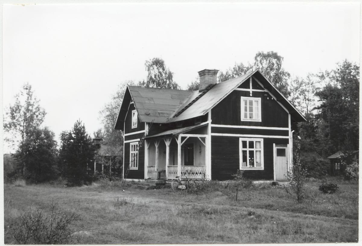 Norra Hälsinglands Järnväg, NHJ. Stationshuset i Via efter järnvägens nedläggning.