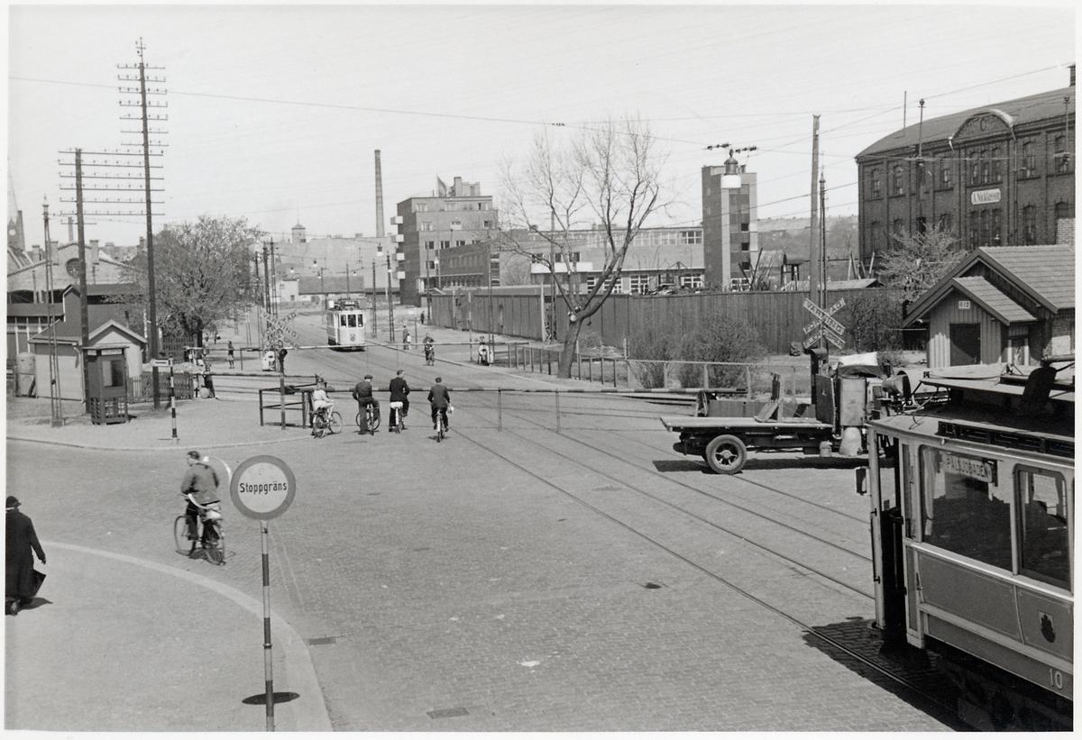 Järnvägsövergång i Helsingborgs stadsmiljö. Hälsingborgs Stads Spårvägar, HSS A2 10.