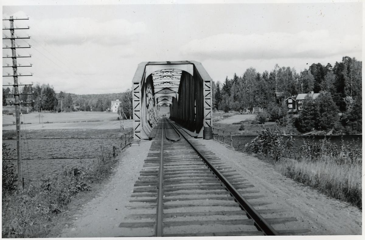 Järnvägsbro över Ljusnan på linjen Kilafors och Söderhamn, mot Söderhamn.