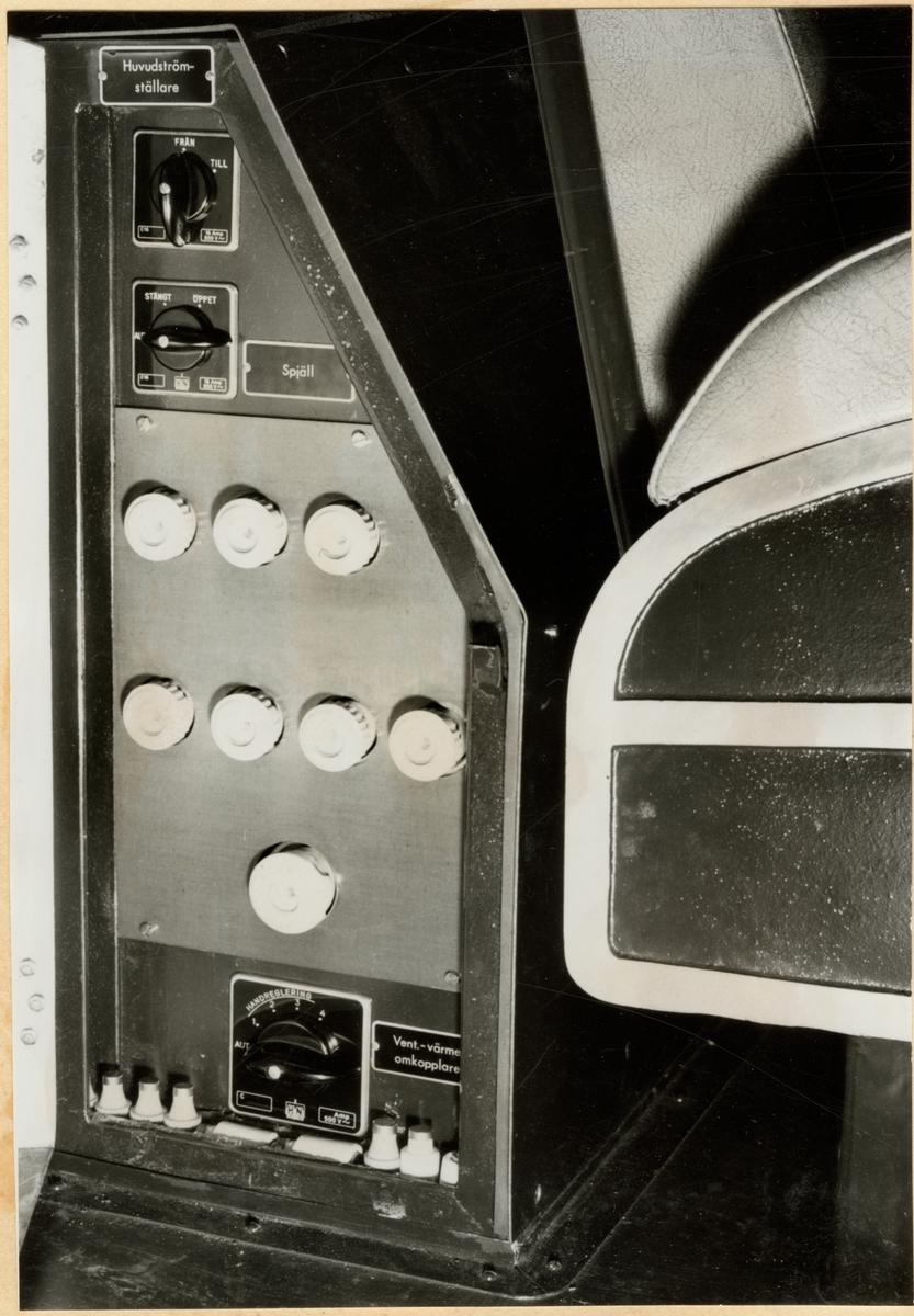 Stativ för värme och ventilation med dörren öppen i Trafikaktiebolaget Grängesberg - Oxelösunds Järnvägar, TGOJ Yoa 104.