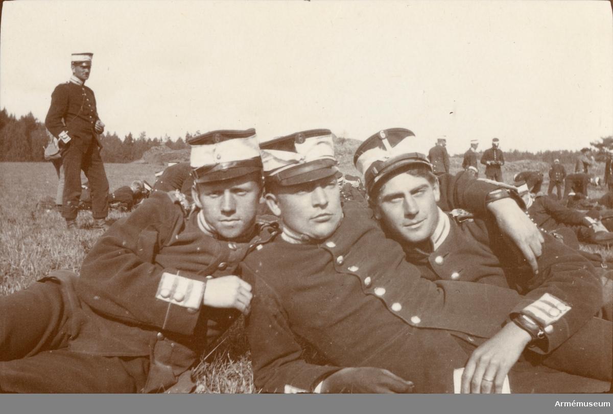 Fotoalbum innehållande bilder från tiden 1912-1916 föreställande soldatliv hos Göta livgarde.
