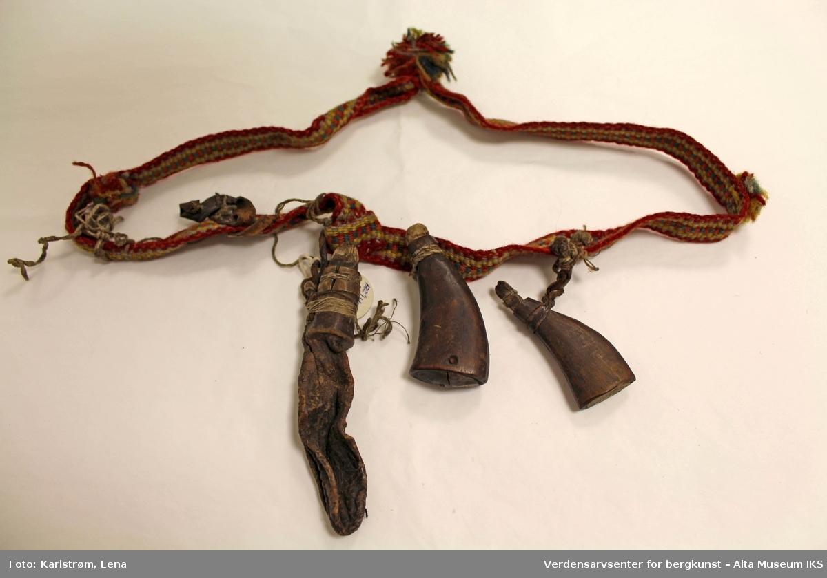 Form: Band med oppheng for jaktutstyr,heng.rundt hals.