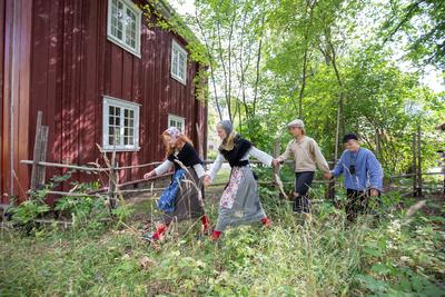 Barn i farta på Historisk ferieskole, Norsk Folkemuseum.