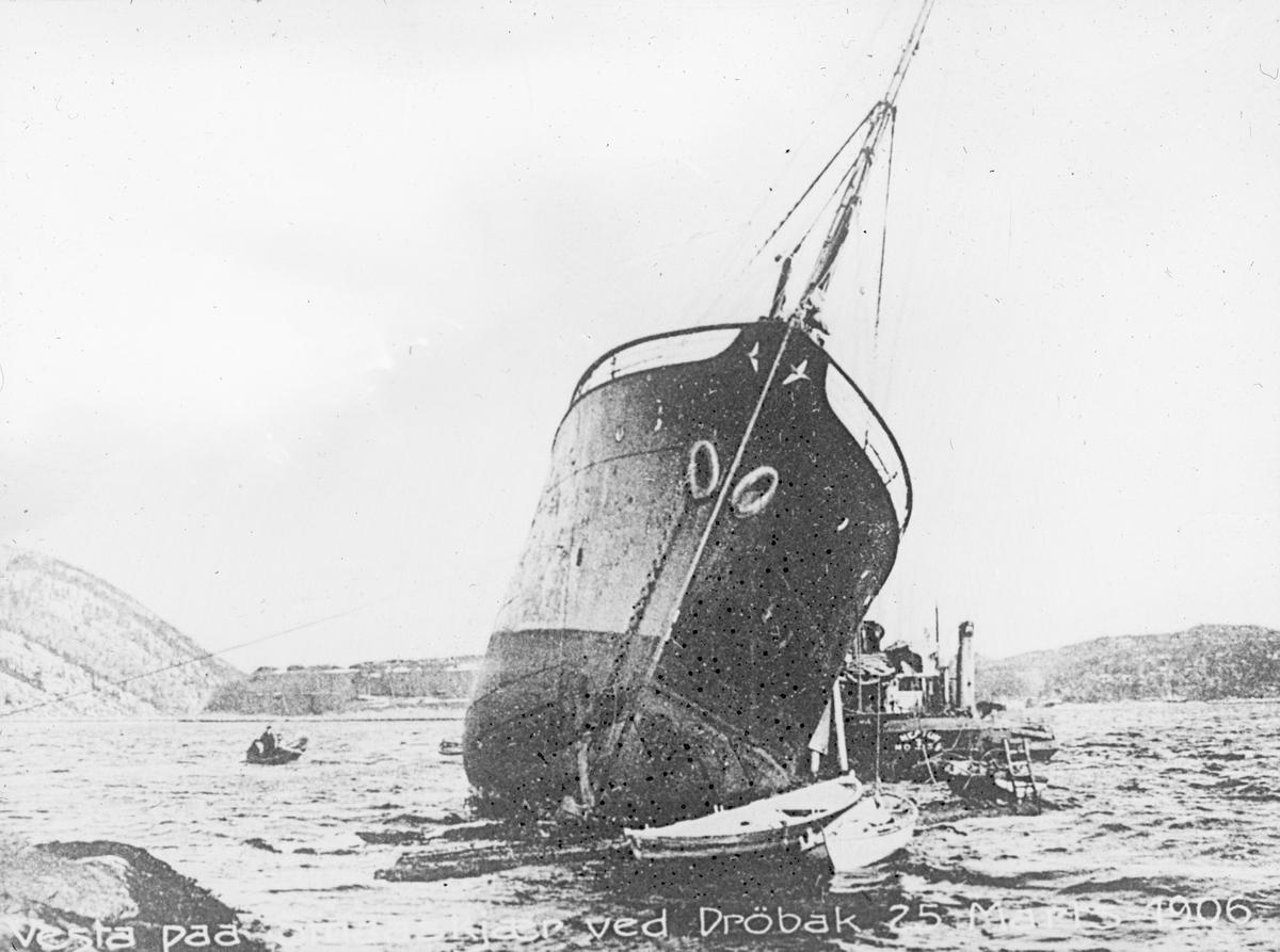 Vesta på grunn utenfor Drøbak, 25 mars 1906.